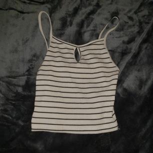 Croppat linne med ränder! 🍒