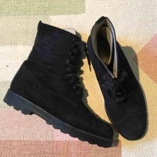 Vintage Chanel-skor i mocka i finfint skick!