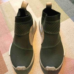 Afidas ultra boost sneakers använda kanske tre ggr. Alltså så gott som nyskick!