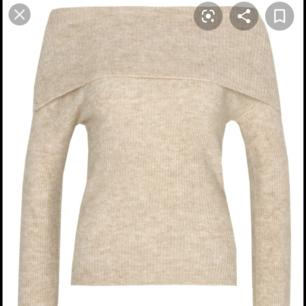 bik bok stickad Rachel tröja i färgen beige och i storlek xs. Tröjan är knappst använd och är i topp skick. Vid intresse kan jag skicka/Lägga ut fler bilder.