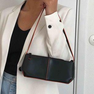 The perfect black mini bag ✨ frakt 25kr