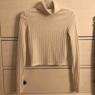 Jätte fin polotröja vit som som jag använde några gånger förra vintern:)