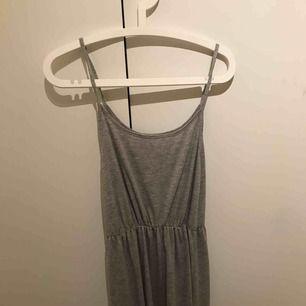 Lång klänning från bikbok ANVÄND 1-2 GÅNGER nypris 380