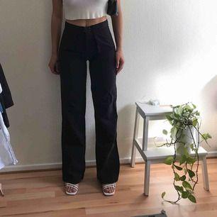 Balla svarta raka byxor ✨ uppskattas storlek 38 Frakt 30kr