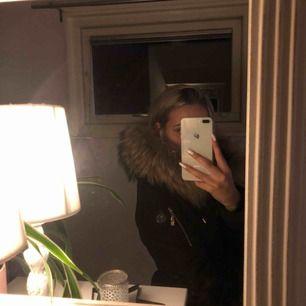 Hollis jacka, använd 1 vinter, äkta päls🥰
