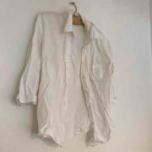 Krispig vit second handskjorta fr Esprit, stl 42 men passar mig som är S, upp till L.