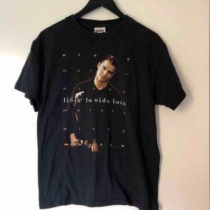 Denna Ricky Martin tröja alltså ❤️👌 one of a kind! Livin la vida loca 💃🕺🏻 Frakt tillkommer