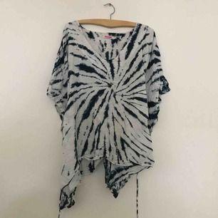 Oversize batikblus med knyt, underbar
