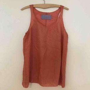 Skirt vintage Vera Wanglinne, korallrosa i 100% silk.