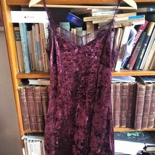 Bikbok sammetsklänning  60kr + frakt