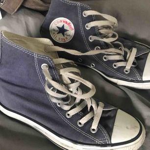 Blå converse strl 37.5 Priset kan diskuteras!