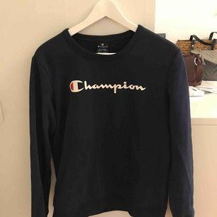 Jätte skön tröja från Champions, XL i barnstorlek funkar som xs då. Köparen står för frakten kan mötas upp i Stockholm också.