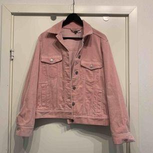 •manchesterjacka i rosa •knappar •fickor •nyskick