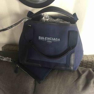 Ny Balenciaga AAAA+++canvas  Pris är inkl frakt:)  Endast seriösa köpare TACK!