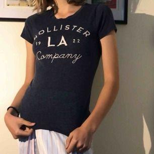 Hollister t-shirt i bra skick. Nypris 300kr