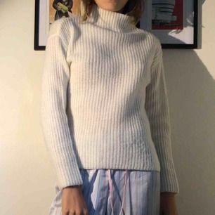 Stickad tröja från Cubus i bra skick. Det står stl 162 fast känns o passar som en S
