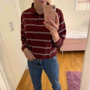 Super fin och trendig tröja, i storlek M. Använd cirka 5 gånger.  Den ser oanvänd ut, den är inte nopprig eller sönder mm.