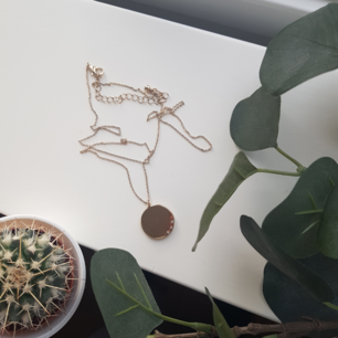Guldhalsband med små diamanter🌕 40 kr plus frakt!!