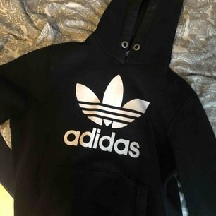 Adidas hoodie, storlek smal