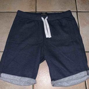 Super schyssta blåa shorts från Hampton Republic i storlek S. Säljs pga passar inte längre. Kan mötas upp i Stockholm annars står köpare för frakt!