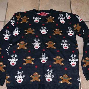 Jättefin jultröja från Pull&Bear i storlek 40 (L)