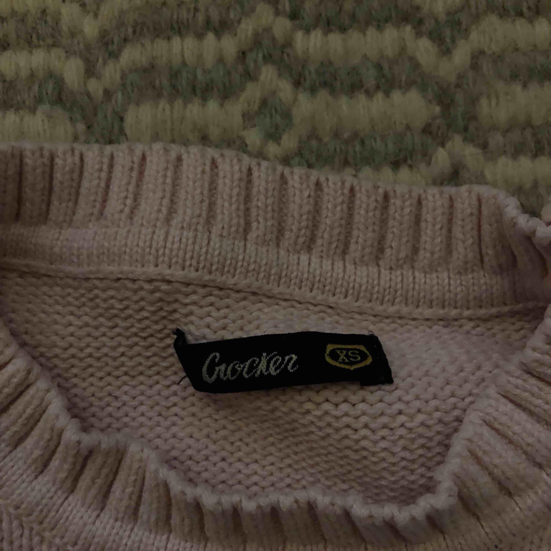 OANVÄND. Köpt på JC. Möts upp i Stockholm,tar endast swisch.. Huvtröjor & Träningströjor.