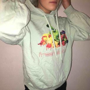 En cool stor hoodie från junkyard med stora ärmar! Hör av er vid intresse!