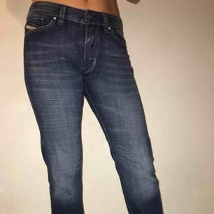 Ett par jeans från Diesel, köpta för att kunna ha en lång tröja över pga den perfekta längden på byxorna!!! Hör av er vid intresse☺️☺️