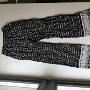 Coachella H&M vida byxor jättesköna och luftiga. Är tyvärr för små på mig passar strlk 36.