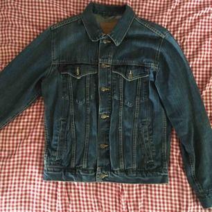 Jättefin jeansjacka, knappt använd! Vid frakt står köparen för kostnaden. ✨