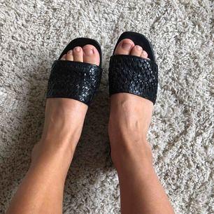 Fina sandaler från hm äkta läder. Använda enstaka gånger
