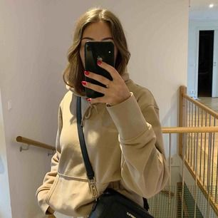 Snyyyyggaste hoodien från Weekday🧡 Säljer pga den inte kommer till användning Är i väldigt bra skick, nypris 500:-  Köpare står för frakt (55kr)🧚🏻♂️