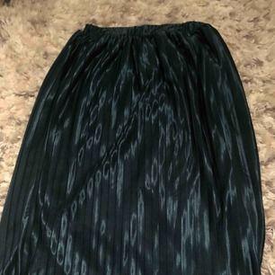 Kjol från Nelly  Oanvänd då den va för liten när jag fick hem den