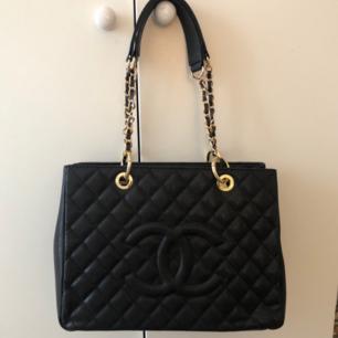 Chanel  Oanvänd  Mått 24x32 ,13cm Äkta skinn, bästa A kvalitet