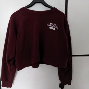 Croppad hoodie från pull&bear i strl M, passar även S.