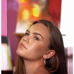 (insta: @mariasportratt) Hej! Jag är en tjej på 19 år i Stockholm som söker modeller till porträttfotografering! Jag fotar gratis och söker alla som är intresserade!🤩 Läs mer på min instagram @mariasportratt, hör av er!😁💞🌼