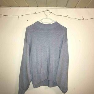 Blå stickad tröja 200 inkl frakt:)