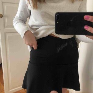 Svart kjol från Lindex,
