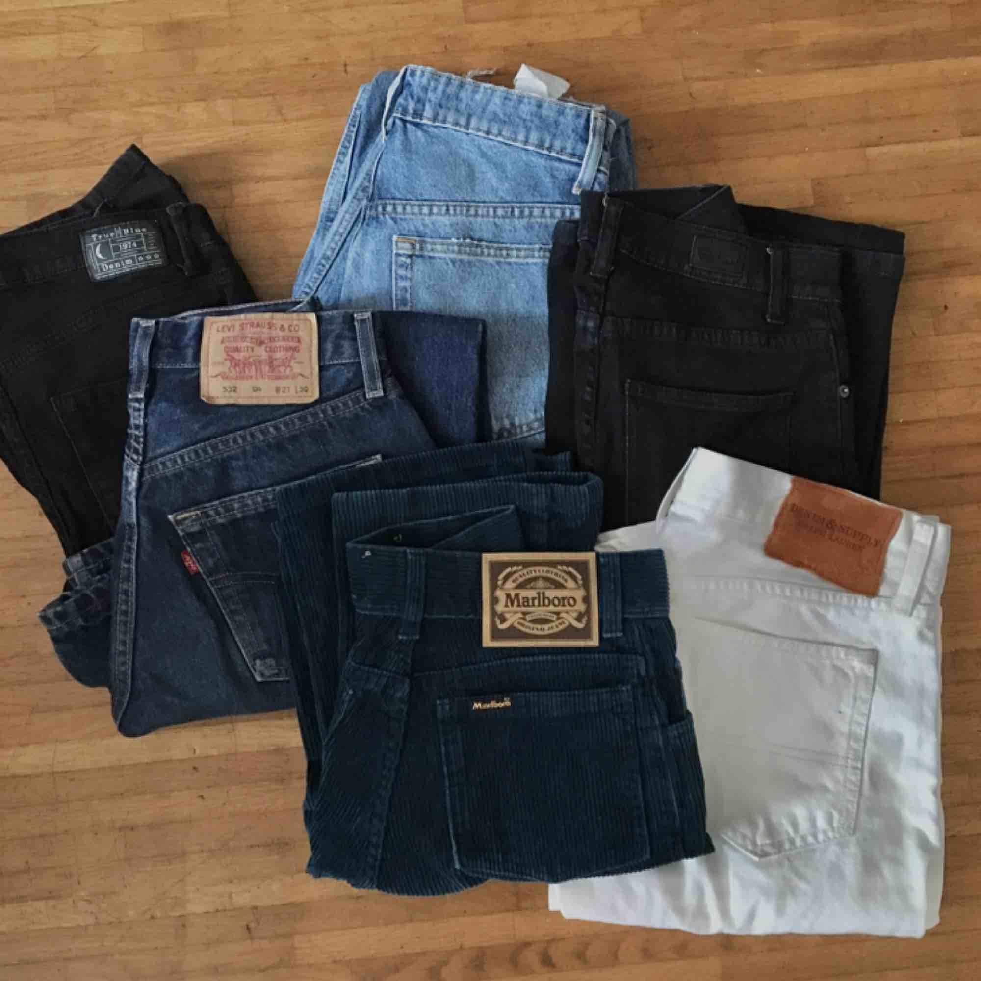 Säljer en del jeans på min profil! Vissa har redan sålts! Kommer fler!!! 😊. Jeans & Byxor.