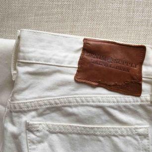 Vita straight/slim jeans från Ralph Lauren! Är aldrig använda eftersom de är för stora på mig! W30!
