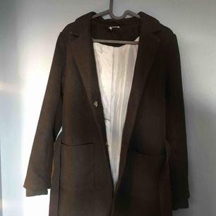 Helt ny superfin höst/vinter kappa som jag hittade i garderoben och helt har glömt bort och som nu är för liten.... Den är använd ca 2 ggr