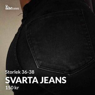 En as snygg jeans som sitter som en smäck! Har snygga fransar nertill och är högmidjade! Väldigt bra för man får EJ kamelltå i dem och har en fin passform!! Knappt använda💕