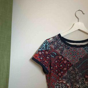 t-shirt från Monki letar efter nytt hem <3 superfin med tex en högmidjad jeanskjol!!
