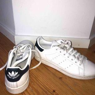 Adidas Stan Smith skor. Endast använda 2 ggr! Nypris: 899kr