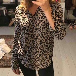 Leopard skjorta i fint skick!