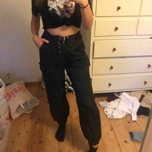 Så coola byxor, passar mig som har XS-S i storlek.