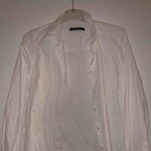 Vit basic skjorta