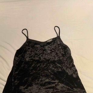 Jätte fin linne som är ifrån Lindex, använd 1 gång jätte skön tröja! Köparen står för frakt   Hör av dig ifall du är intresserad eller har frågor