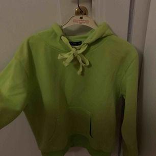 Neon hoodie från boohoo💚 frakt tillkommer