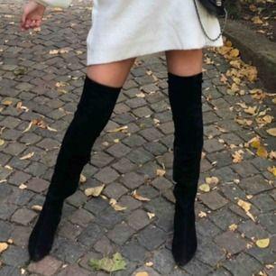 Svarta over knee boots från zara,